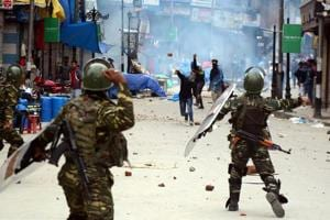 Kashmir unrest: SC offers to facilitate dialogue, Centre rules out...