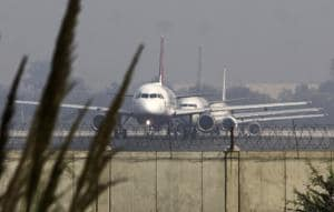 The Ariana Afghan airlines, with 124 passengers and nine crew members, was taxiing for take-off at at 3.30 pm when the Delhi airport authorities got the hijack alert from it.