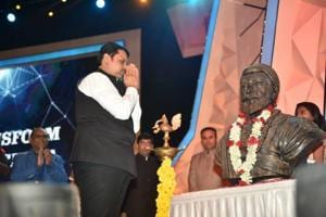 LIVE: Maharashtra CM discusses state's problems with students, gets...
