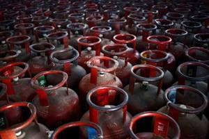 Gurgaon: LPG station fined for not filling cylinders to capacity