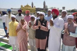 Parliamentary standing committee on ministry of external affairs chairman Shashi Tharoor (centre), Amar Singh (extreme left) and other members at the Golden Temple on Monday.