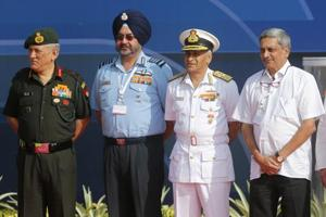 Former defence minister Manohar Parrikar with the chiefs of the Army, Navy, and Air Force, Bangalore, February 2017.