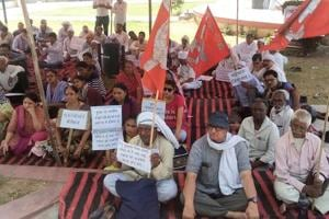The sit-in demanding justice for pehlu khan , at shaheed smarak in jaipur on monday. HT FILE PHOTO