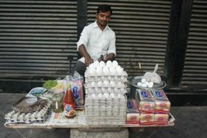 Delhi wale: Meet KG Marg's anda-bread walla