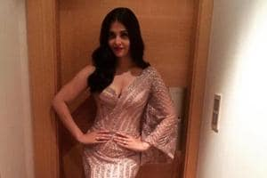 Will she ever stop? Now Aishwarya stuns in a pink mermaid dress at...