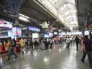 Kerala youngsters say Bombay, man hears bomb, gets Mumbai railway...