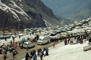 Rohtang pass opened for tourists, 1200 vehicles allowed in a day