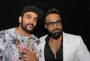 Singer Indeep Bakshi turns 27, parties the night away with a birthday...
