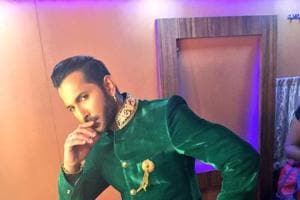 Judge Terence Lewis rips his pants while attempting a split on Nach...