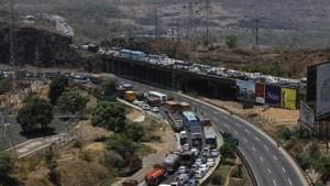 Two dead, six injured as three vehicles collide on Mumbai-Pune...