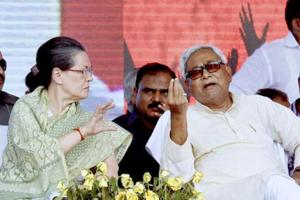 Congress president Sonia Gandhi with Bihar chief minister Nitish Kumar at a meeting.