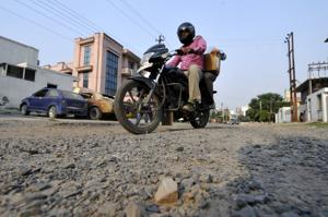 Noida authority to repair potholes by June 15