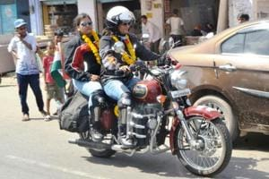 Lucknow sisters set out to Ladakh on bike to salute bravery of Indian...