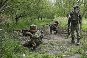 J-K: Militants open fire at security forces in Tral