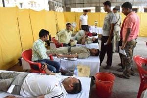 16,000 policemen donate blood to overcome shortage in Bengal