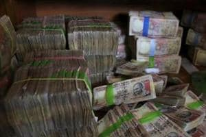 Rs 1 crore in demonetised notes seized in Gujarat, four arrested