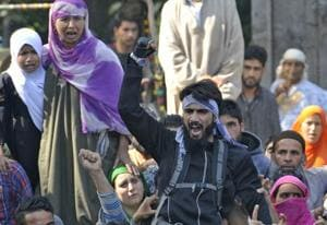 Lone militant shows up at Sabzar Bhat's burial in surcharged...
