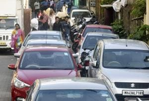 Mumbai metro work leads to traffic snarls, police clear vehicles...