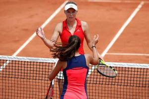 Caroline Wozniacki survives French Open scare against Jaimee Fourlis
