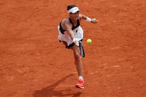 French Open 2017: Garbine Muguruza downs Schiavone to reach Round 2