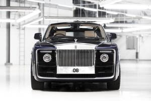 The Sweptail gets the largest ever aluminium grille in a Rolls Royce, hand-polished to mirror finish.