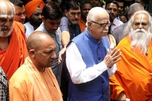 LKAdvani met Uttar Pradesh chief minister Yogi Adityanath after he arrived at the VVIP guest house in Lucknow before leaving for the special court on Tuesday.