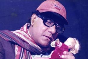 Veteran actor Aanjjan Srivastav essay the role of the protagonist, Ishwar Chand Awasthi.