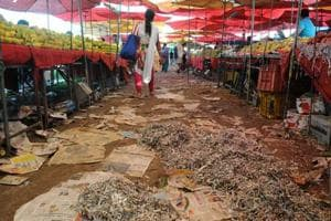 The sites of the weekly apni mandis continue to be in a messy state.
