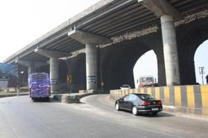 The pillars of the 187-year-old Amrutanjan bridge are a serious traffic hazard, according to MSRDC officials.