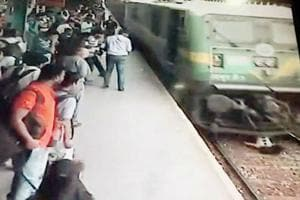As luck would have it, the girl escaped with just minor injuries even as the train ran over her.