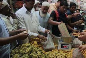 Of all varieties such as paneer, mirchi, keema and chicken pakodas, keema pakodas are the most popular in the bylanes of Jama Masjid in Old Delhi.