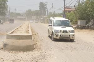The unfinished four-laning project on the Jalandhar-Kapurthala road causes inconvenience to commuters.