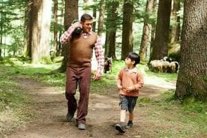 Salman Khan bonds with Tubelight child actor in new photo