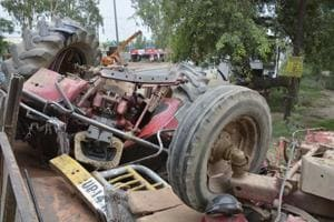 Tractor driver killed after vehicle collides with bus in Ghaziabad