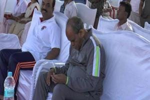 Not well-ness:MP ministers sleep, fiddle with cellphone during Yoga...