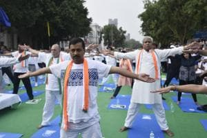 Watch Baijal, Kejriwal in sync as 10000 people join Yoga Day event in...