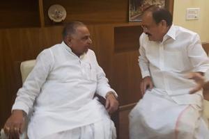 IB Minister M Venkaiah Naidu met with Mulayam Singh Yadav on Presidential poll earlier.