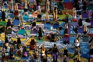 Israelis mark Yoga Day with 1,500 mats depicting country's future