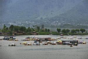 Thousands lose jobs as restive Kashmir's tourism economy dwindles