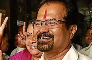 Shiv Sena demands action against official over mayor clip in Mumbai