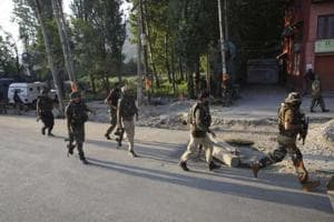 Srinagar: 2 security men hurt after cop accidentally fires rifle,...