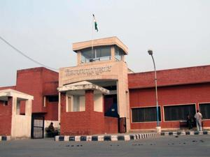Gurgaon: Jammers inadequate at Bhondsi jail, 21 handsets recovered...