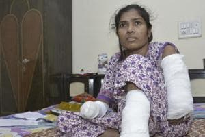 Ghaziabad admin gives Rs 2.12 lakh to women who lost her hands to...