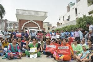 Parents stage protest after Ghaziabad school expels 29 students