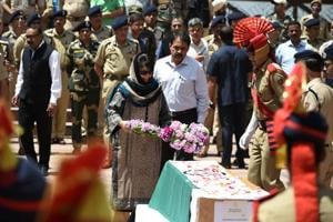 J-K CM Mehbooba, Governor Vohra discuss attacks on police personnel