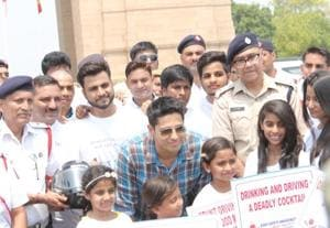 Actor Sidharth Malhotra with Delhi Traffic Police and school students at India Gate.