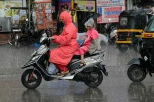 Heavy rain lashes Mumbai, waterlogging across city