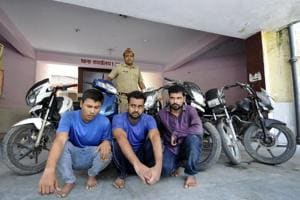 Noida: Cops nab vehicle thieves, recover six vehicles
