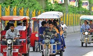 Delhi govt makes Aadhar mandatory for granting subsidy on e-rickshaws