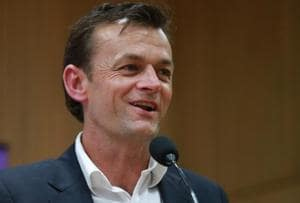 Adam Gilchrist: It's difficult to describe India to my friends and...